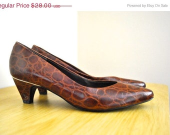 80s Faux Crocodile Print Pumps - Size 7.5 Ladies Narrow Heels - Vintage Ladies Shoes