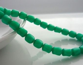 Vintage emerald green twisted lucite beads 7mm x 6mm