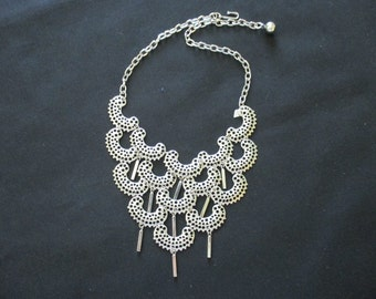 Vintage 1970s Sarah Coventry Bib Necklace
