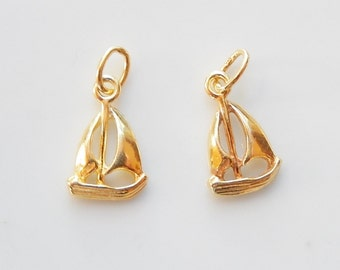2  pcs  Gold Vermeil  Sailing boat charm, pendant (13x8mm), gold plated .925 sterling silver