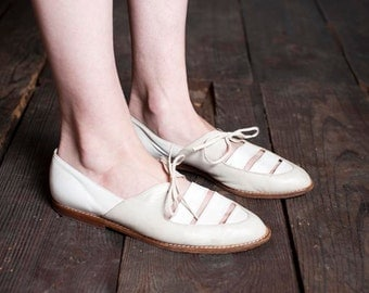 Vintage SALE - Preloved Vintage Beige and White Cutout Oxford Shoes - Genuine Leather - Italian Maker - Summer Fall