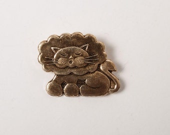 Vintage metal pin, Lion,  Badge from USSR.