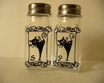 Hand painted salt and pepper shakers: Black cat Design