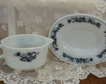 Vintage Pyrex Gravy Boat and Saucer Set Old Town Blue