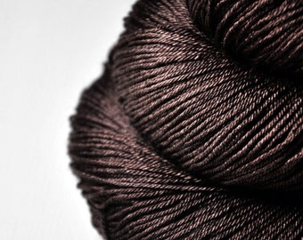 Burnt cacao beans - Merino/Silk Fingering Yarn Superwash