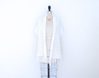 Winter White Vintage Shawl / Vintage White Wrap / Snowflake Knit Shawl Scarf Wrap