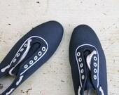 SALE Vintage Nautical Shoes // Blue Tennis Shoes // Size 6.5