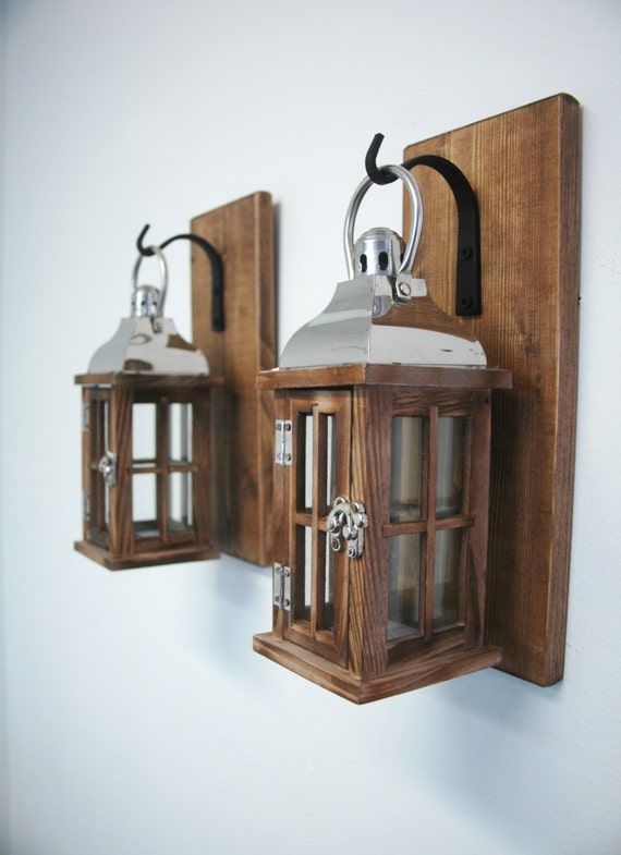 paire de lanterne en bois et verre sur planches color es pin. Black Bedroom Furniture Sets. Home Design Ideas
