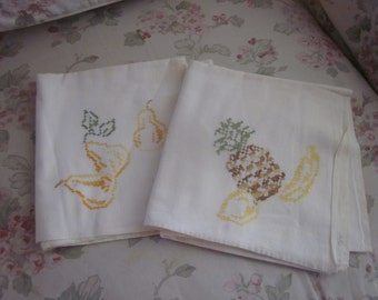 Pair 2 Vintage Cotton Towel Kitchen Decor Embroidered Meyercord Fruit Pineapple Pear Banana Cutter N15