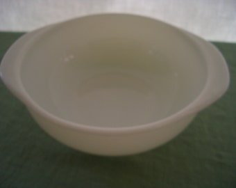 Vintage Baking Dish Casserole Milk Glass 1 1/2 Quart