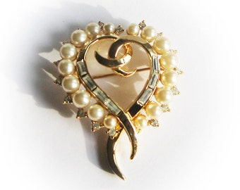 Lovely Trifari Heart pin