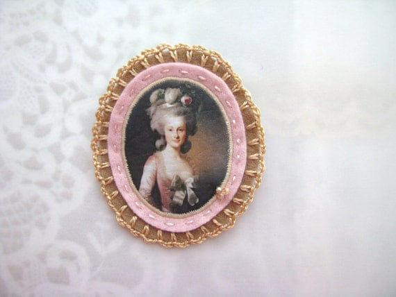 vintage portrait brooch - lady portrait brooch - camel and blush pink brooch - victorian style brooch - gift for her, museum painting brooch