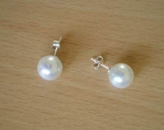 10mm White Shell Pearl Earring Studs
