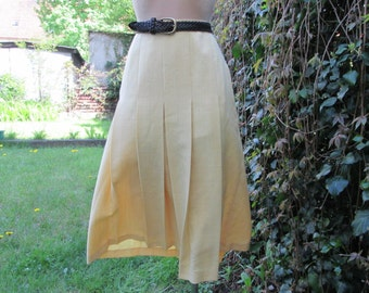 Long Pleated Skirt Vintage / Yellow / Size EUR40 / UK12 / With Lining