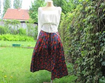 Pretty Long Full Skirt Vintage / Size EUR38 / UK10 / Viscose