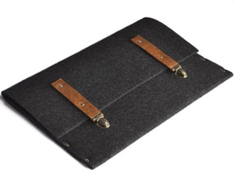 MacBook 15 Pro sleeve black synthetic felt briefcase cover with leather straps handmade by SleeWay Studio