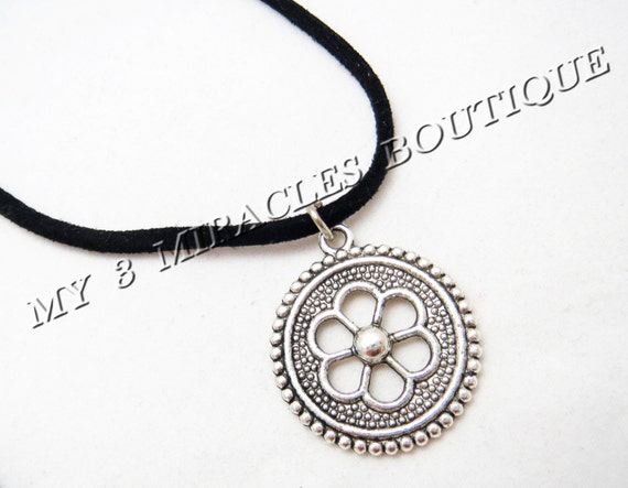 Filigree Flower Necklace Ladies Antique Silver Pendant Black Suede Leather Cord European Style Silver Birthday Mother's Valentine's Day Gift