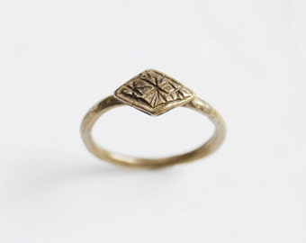 Tiny stars ring - brass