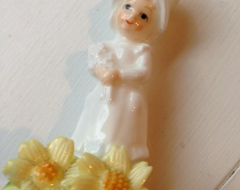 Enesco bone china little girl in bonnet with yellow flowers