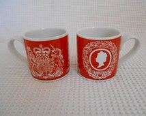 2  Cups Bold Bright Red White Jubilee Queen British Royal family 1977 Commemorative