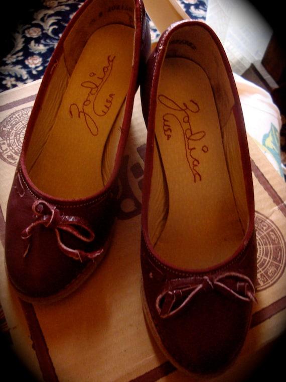 1970s ViNtAgE ZoDiaC leather shoes BOHO heels 4 small ohmy!