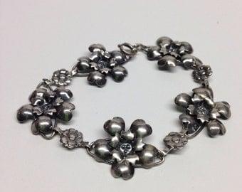 Bracelet Sterling Silver flowers marked sterling silver