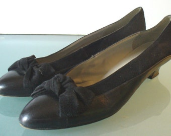 Vintage Pappagallo Black Suede and Leather Squash Heel Shoe Bow Detail Size 9N