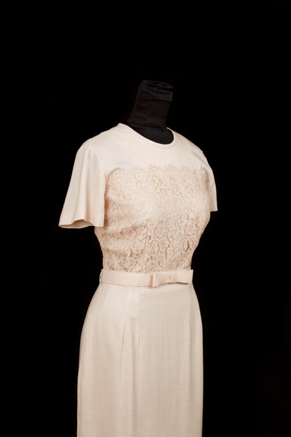 1950s Dress //  Linen and Lace Elegant Wiggle Dress with Bow Belt