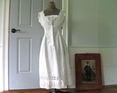 Antique chemise ~ sweet and petite