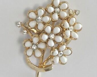 Vintage CORO White Flower RHINESTONE Gold Tone Vintage Brooch PIN // midcentury