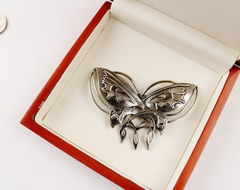 Gorgeous  signed Silvertone  Butternfly Brooch