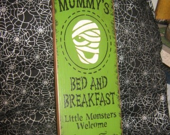 """Primitive Large Holiday  Wooden Hand Painted Halloween Sign -  """" Mummys Bed And Breakfast  """"  Pumpkins Bats Country Folkart"""