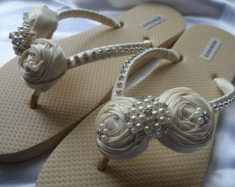 Gold Ivory Bridal Flip Flops / Ivory Rolled Flowers / Bridal Flip Flops / Pearls Rhinestone Flip Flops / Bridesmaids Shoes / Bridal Sandals.