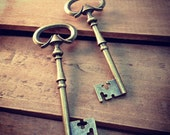 Large Skeleton Key Charms in Antique Bronze vintage style Pendant Ornate Fancy Victorian (BD072)