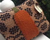 Olde Prim Pumpkin~ Primitive pillow tuck~wool~ Fall~ Autumn~ Halloween~ Prims ~ Thanksgiving