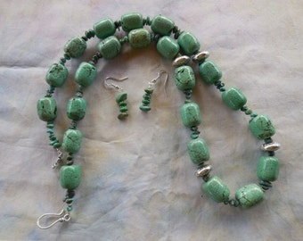 27 Inch Chunky Light Green Turquoise Bead Necklace with Earrings