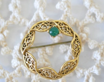 vintage gold round pin with jade stone--vintage wreath design brooch