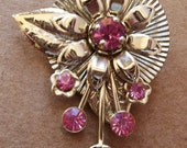 vintage gold tone and pink ice rhinestone brooch of 3D daisy floral design