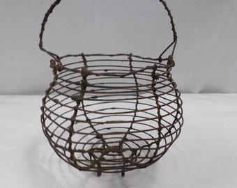 Vintage French miniature Wire eggs salad basket w682