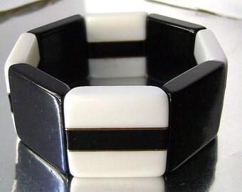 Vintage  Lucite Black and White Mod Geometric Stretch Bracelet Lucite Laminated Wide Panel Expansion Mid Century Modern Bracelet 1960-70's