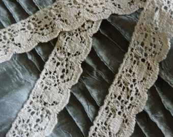 "Gorgeous Vintage Victorian French Light Ecru Scalloped Net Embroidered Open Flower Weave Floral Lace Trim 3/4"" Wide Bridal Wedding"