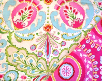 Insulated Casserole Carrier: Pink Paisley  on White, Personalization Available