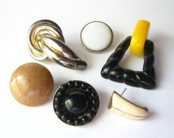 destash - lot of vintage jewelry parts - vintage earrings