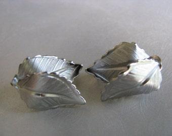 Giovanni Silvertone Clipon Earrings - Vintage Clipon Earrings