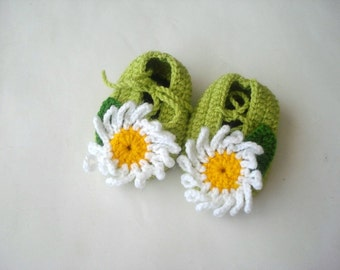 crochet baby shoes, green white daisy flowered Baby Booties, baby socks, baby girl shoes crochet baby booties, baby shower gifts
