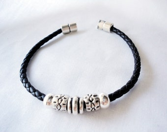 Leather braided bracelet for man and woman  - Brown or black bracelet -  Zamak Magnetic Clasp