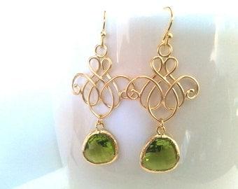 Peridot Chandelier earrings, Wedding Earrings, Birthstone, Drop, Dangle,bridesmaid gifts,Wedding jewelry, Green Earrings