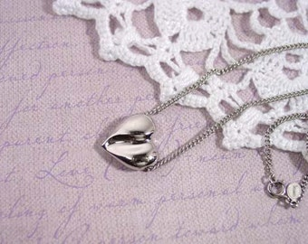 "Avon ""Sculptured Heart"" silver tone necklace - vintage 1975"