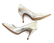 60s silver heels. Vintage pumps by Fanfares. Size 6. Party shoes. Mad Men fashion. Tapered heels. Stilettos. Prom