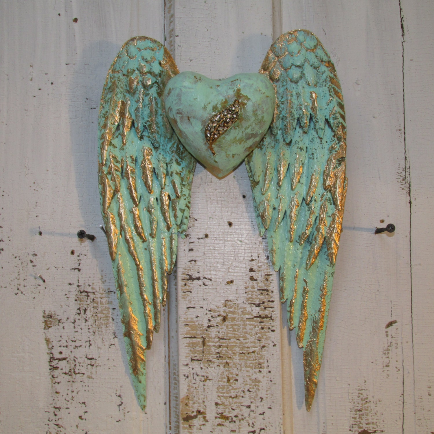 Angel wings wall decor with heart shabby chic rusty metal for Shabby chic wall art